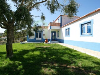 Little farm, completely recovered, located in quiet countryside area 7km away from Ericeira. | 4 Bedrooms | 2WC