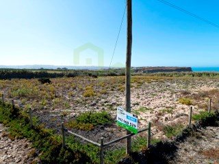 Flat land with excellent sea view, located about 5min from Praia da Calada and 9km from Ericeira.