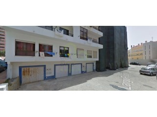 Garage for one car with storage space, located in the area of S. Sebastião with door directly to the street and with an area of 18.55m2. |