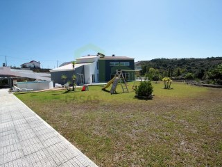 Fantastic House 4 bedrooms contemporary lines, located next to the Ribeira D'ilhas Beach, with beautiful views of the field just five minutes from Ericeira. | 4 Bedrooms | 3WC