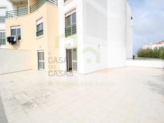 2 bedroom apartment with large terrace, situated along the beaches of Ericeira with good access to the motorway A21 and all kind of services, supermarkets and banks. | 2 Bedrooms | 2WC