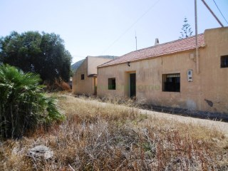 COUNTRY HOUSE IN THE BARRACKS WITH LAND | 4 Bedrooms | 3WC