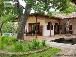 BEAUTIFUL COLONIAL VILLA WITH 3 BEDROOM WITH POOL LOCATED ON KOGGALA LAKE | 4 Pièces | 4WC