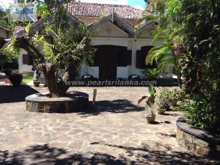 GALLE AREA/HEENATIGALA COLONIAL STYLE VILLA WITH 4 BEDROOM  (80 PERCHES/SQ.M 2000 ) | 4 Bedrooms + 2 Interior Bedrooms | 2WC