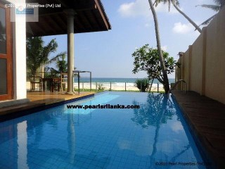 LUXURY BEACH VILLA, THREE BEDROOMS WITH POOL, GALLE AREA |