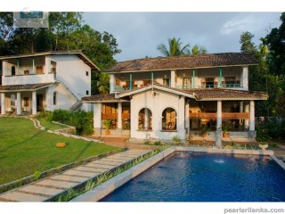 COLONIAL STYLE VILLA WITH 4 A/C BEDROOMS WITH POOL 10 MINUTES INLAND TO THE BEACH  | 4 Bedrooms | 4WC