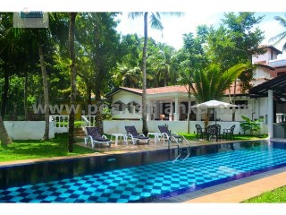 NICE RENOVATED OLD SRI LANKA HOUSE WITH 5 SEPARATE BUNGALOW AND A POOL (98.5 PERCHES/SQ.M 2462.5) | 13 Bedrooms | 11WC