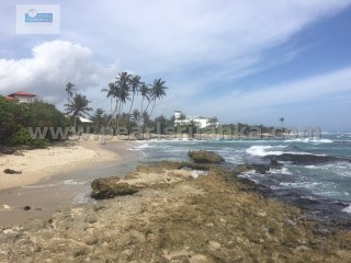 SEA FRONT BUILDING PLOT FOR HOTEL/VILLAS DEVELOPMENT IN MIRISSA (160 PERCHES/SQ.M 4000/1 ACRE) |