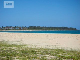 EXTRAORDINARILY BEAUTIFUL BEACH PROPERTY/ EAST COAST/PASICUDA |