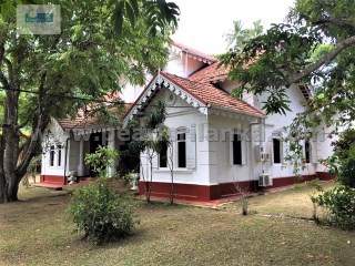 HIKKADUWA AREA/ DODANDUWA/ ANTIQUE HOUSE WITH 4 BEDROOM/ 2 OFFICE ROOM & LIBRARY ROOM / 208.5 PERCHES( SQ.M  5212.5) | 4 Bedrooms + 3 Interior Bedrooms | 2WC