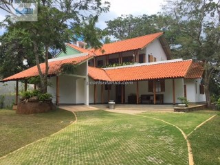 An Exceptional 4 Bedroom Private Villa on a Hilltop, Galle  | 5 Pièces