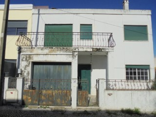Property of Bank-V4 in Corroios-100% Fin | 4 Bedrooms | 1WC