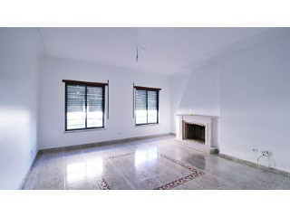 Apartment › Montijo | 3 Bedrooms | 2WC