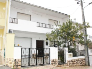 Semi-Detached House › Seixal | 5 Bedrooms | 3WC