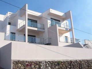 Magnificent three bedroom townhouse in sunny Calheta. | 3 Bedrooms | 2WC