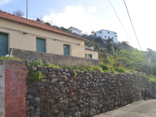 Land and Vintage Hoiuse for Sale in Fajã de Ovelha, Calheta  |