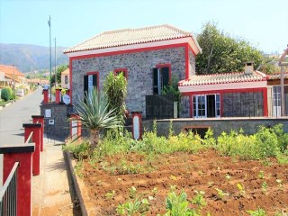 Typical madeiran house for Sale with Swimming Pool Calheta  | 4 Bedrooms | 3WC