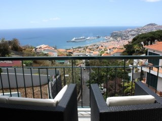Magnificent house in Funchal with swimming pool.  |