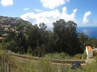 Urban plot of land located on the outskirts of Funchal.  |