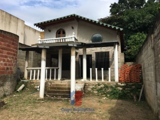 House › Mario Briceño Iragorry | 2 Bedrooms + 1 Interior Bedroom | 2WC