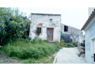 To rebuild housing in the center of Figueiros | 3 Bedrooms | 2WC