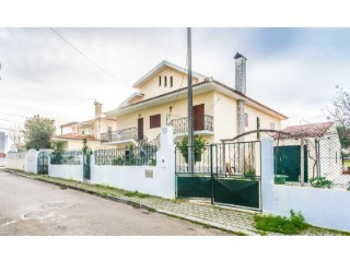 Detached House › Seixal | 10 Bedrooms | 4WC