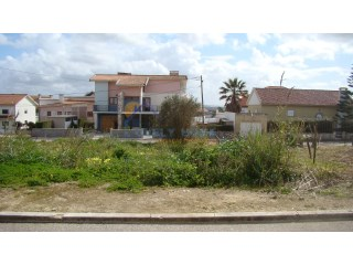Excellent plot in  S. Martinho do Porto |