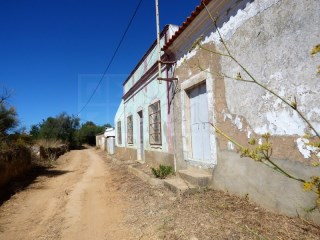 House old entered on a farm of 26,419 m2, next to the Ria Formosa, in Luz de Tavira (Algarve)-LOW price! | 3 Bedrooms | 1WC