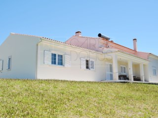 Nice 4 bedroom villa with plot of 6000 m 2, Caldas da Rainha | 4 Bedrooms | 3WC