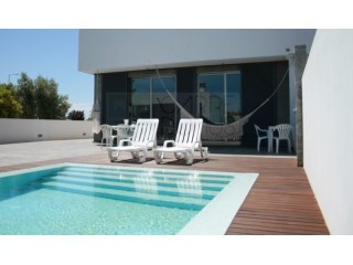 Modern & functional 4 bedroom villa with pool, garage (box), roof terrace of 54 sqm in Tavira (Algarve) | 4 Bedrooms | 4WC