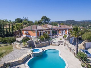 Hilltop villa with superb vista | 4 Bedrooms | 1WC