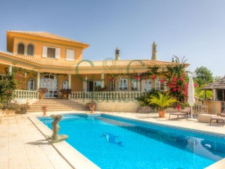 Luxury Hill Top Retreat with 4 Bedrooms overlooking the Algarvian Coast in Boliqueime | 4 Bedrooms | 1WC