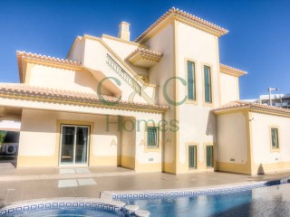 Modern 3 Bedroom Villa in a Residential Area close to Albufeira | 3 Bedrooms | 4WC