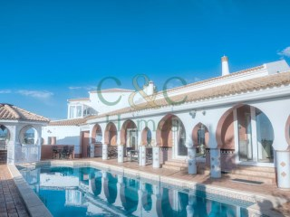 Moroccan influenced architecture and stunning views near Loulé | 4 Bedrooms | 2WC
