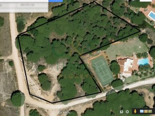 Large building plot with sea views close to Quarteira |
