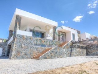 Contemporary 4 bedroom villa with superb views in São Brás | 4 Bedrooms | 5WC