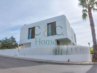 Contemporary 3 bedroom Villa in Loulé | 3 Bedrooms | 3WC