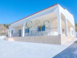 Completely renovated 4 Bedroom Villa with beautiful Sea and Mountain views  | 4 Bedrooms | 3WC
