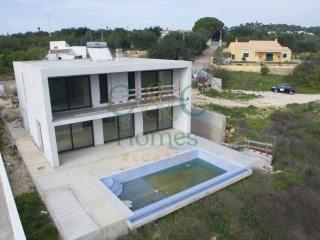 Contemporary Three Bedroom Villa near Boliqueime | 3 Bedrooms | 1WC