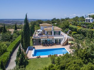 Spacious 4 Bedroom Villa with panoramic views in Paderne | 4 Bedrooms