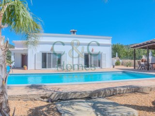 4 Bedroom Single Storey Villa with pretty Views in Santa Bárbara de Nexe | 4 Bedrooms | 1WC