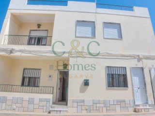 Three Bedroom Ground Floor Apartment in the center of Quarteira | 3 Bedrooms | 1WC