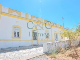 3 Bedroom Traditional Farmhouse near Santa Bárbara de Nexe | 4 Pièces | 2WC