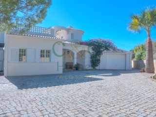 Traditional Villa near Estoi with Sea Views | 3 Sovrum | 1WC