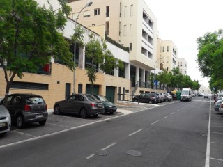 Offices and shops for Rent and sale with areas from 35m2 with showcase for the street and interior to shopping center |