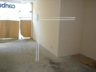 Shop with 39 m2, property of Bank-Almada |