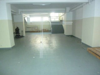Shop with 390 m2-Cacilhas |