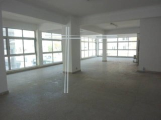 Shop with 216 m2-Cacilhas |