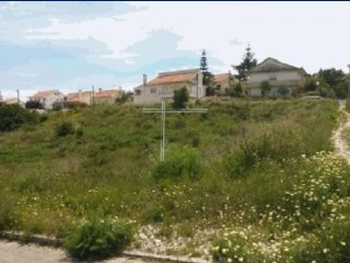 Land with 464 m2, viable to construct 2 semi-detached villas, property of Bank-Funchal |