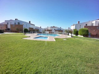 V4 townhouse, gated, pool-the Middle-Lisbon | 4 Bedrooms | 4WC